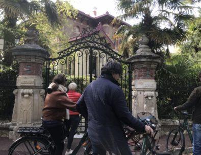 à vélo électrique en ville d'hiver