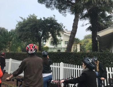 devant la villa la Bretagne