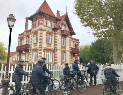en visite vélo en ville d'hiver