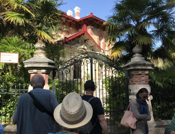 devant la villa A Dumas