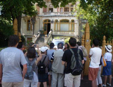 devant la villa Giroflé