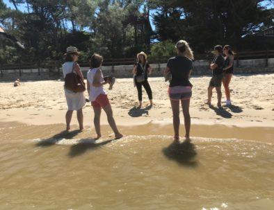les pieds dans l'eau en visite du Moulleau