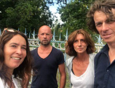 """avec l'équipe du tournage """"Des Racines & des Ailes"""""""